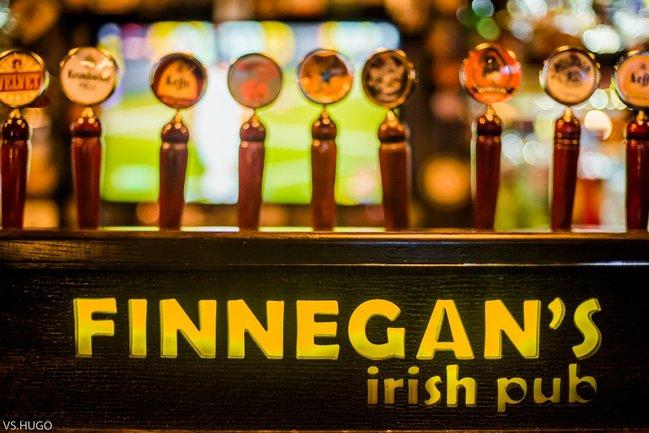 Ирландский паб Финнеганс: Футбол на большом экране