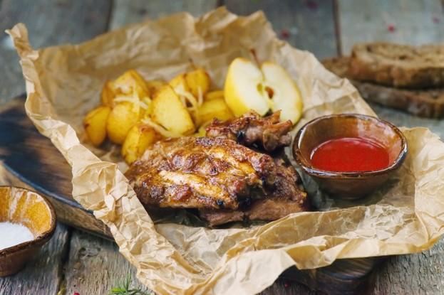 Ресторан «Мамаlыgа», Санкт-Петербург: Свиные ребра с золотистым картофелем