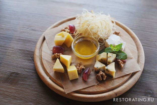 Ресторан «Vsёхорошо!», Санкт-Петербург: Сырная тарелка
