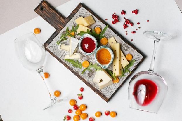Ресторан «Beer Family Restaurant», Санкт-Петербург: Ассорти сыров к вину