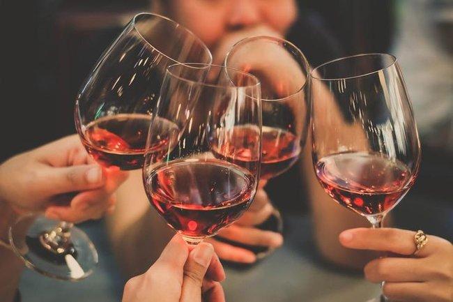 Сытинъ: Музыка, танцы и вино без ограничений