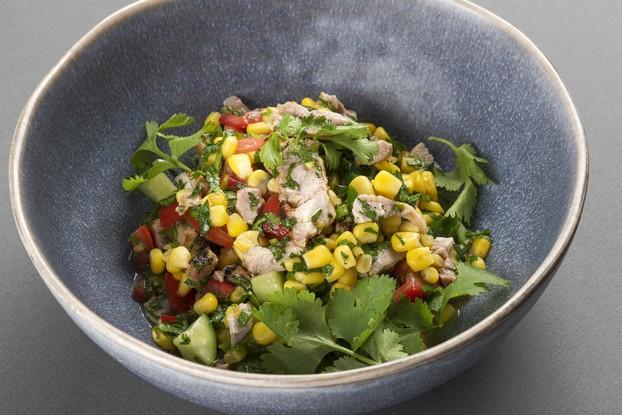 Ресторан «Terrassa», Санкт-Петербург: Перуанский салат с цыпленком и кукурузой