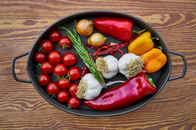 Чечил: Лечо и соленых огурцов с томатами