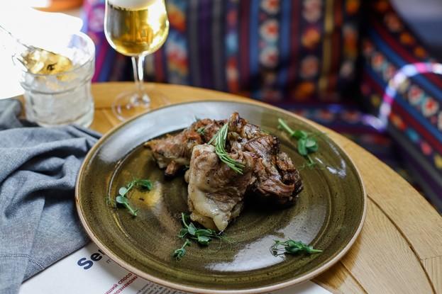 Ресторан «Serbish meat fish», Санкт-Петербург: Ягненок из-под сача