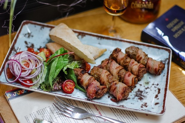 Ресторан «Serbish meat fish», Санкт-Петербург: Чевапи в беконе