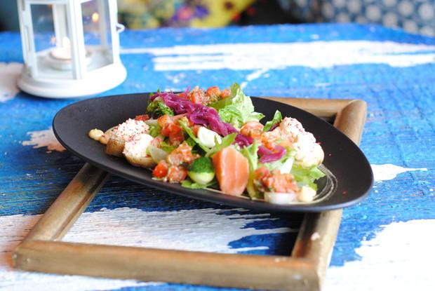 Ресторан «Вереск», Санкт-Петербург: Салат с Хе из лосося